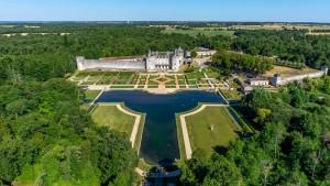 Prise de vue aérienne Chateau de la Roche Courbon